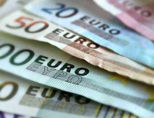 Euro under pressure as rumblings in Italy emerge